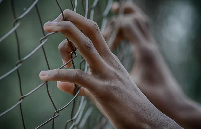 Preso aprovechó romance con funcionaria de la cárcel para volarse