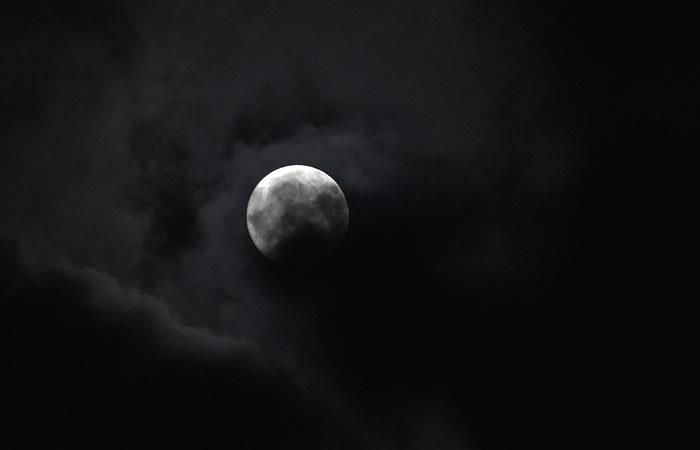 Rusia: Seis personas simulan un vuelo a la Luna encerrados en un módulo