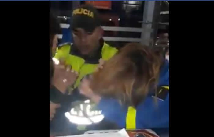 Video de agresión a funcionaria de Transmilenio a manos de un colado