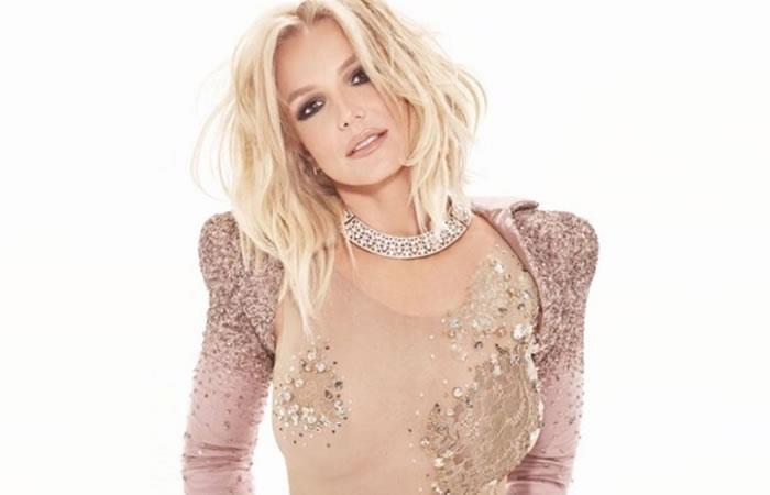 Britney Spears lo volvió a hacer y dejó ver uno de sus pechos
