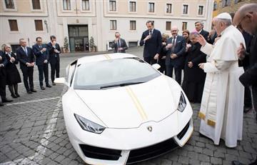 Regalan un Lamborghini al papa Francisco y este decide subastarlo