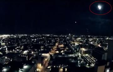 Video: ¿Ovni o meteorito cruzando el cielo de Arizona?