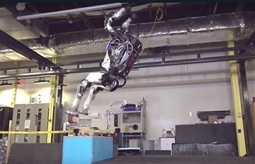 Video: Sorprendente salto mortal de un robot que impacta en redes sociales