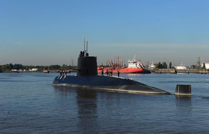Por aire y mar buscan al submarino argentino