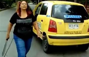 Taxista caleña se defiende de motociclistas con machete