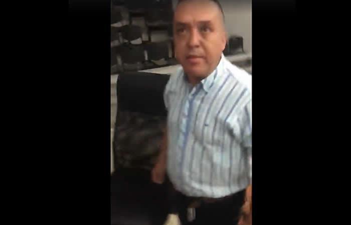 Video: Concejal intentó darle correazos a uno de sus compañeros