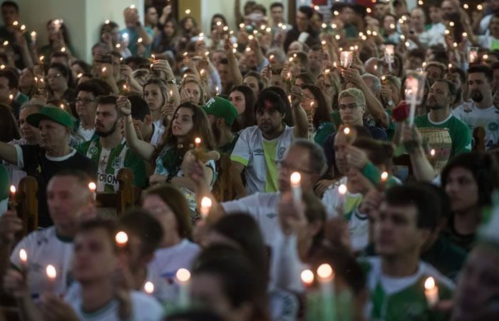 Chapecó honra a sus héroes, caídos hace un año en tragedia que conmocionó al mundo. Foto: AFP