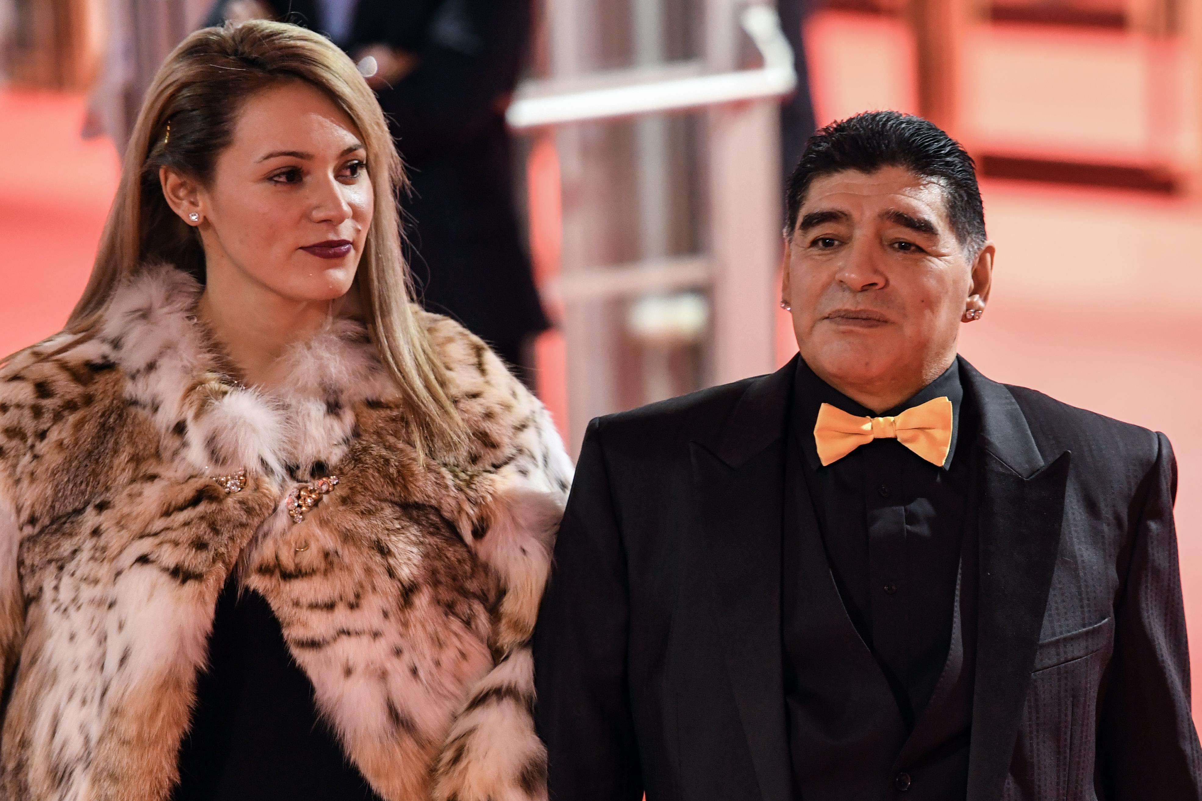 Sorteo Mundial Rusia 2018: Diego Maradona y su extravagante look