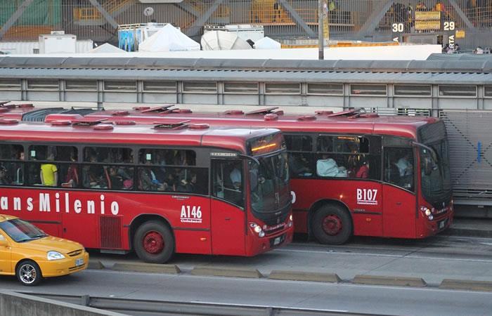Usuarios arman fiesta decembrina en un TransMilenio