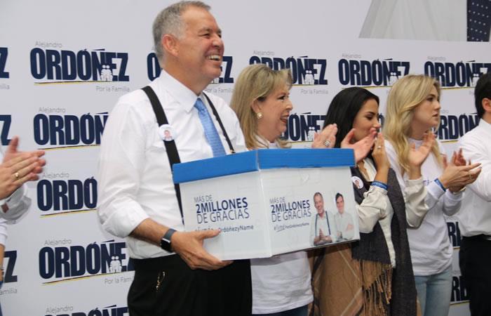Alejandro Ordóñez oficializó su candidatura ante la Registraduría Nacional