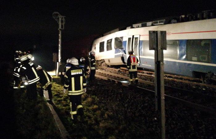 Choque de trenes en Alemania deja por lo menos 50 heridos