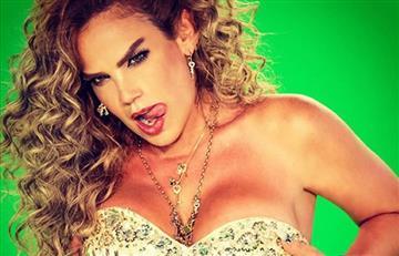 Niurka Marcos muestra sus senos en plena entrevista en vivo