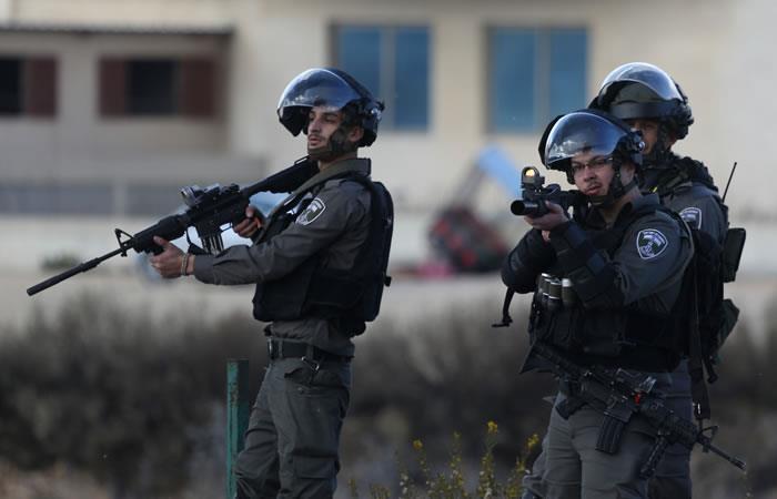 Soldados israelíes durante enfrentamientos con manifestantes en Palestina contra la decisión de reconocer a Jerusalén como la capital de Israel. Foto. AFP
