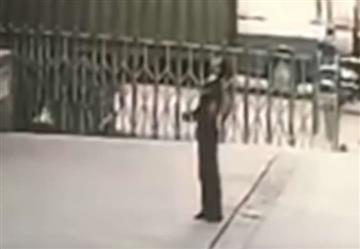 Muere guardia que intentó salvar a una mujer que se lanzó al vacío