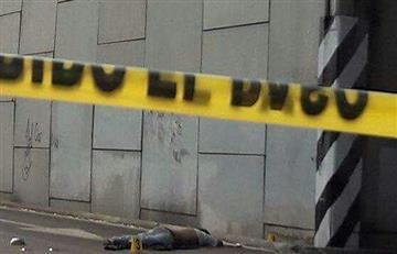 En México hallan tres cadáveres colgados bajo un puente