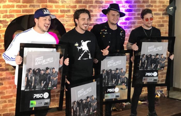 Piso 21 recibió doble disco de platino por su canción 'Déjala que vuelva'