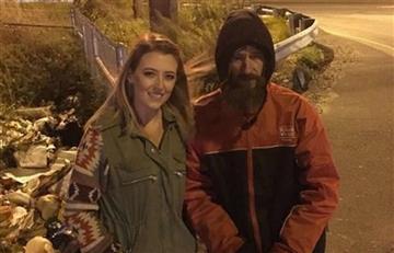 El vagabundo que ayudó a una conductora ya tiene una casa