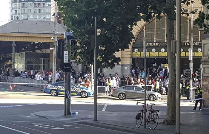 Australia: Un carro atropella a peatones y deja una docena de heridos en Melbourne