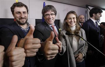 Cataluña: Puigdemont celebra triunfo electoral de los independentistas