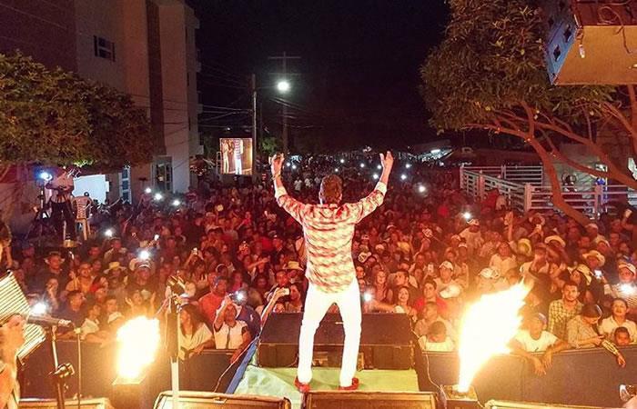 Churo Díaz huyó de la policía en pleno concierto