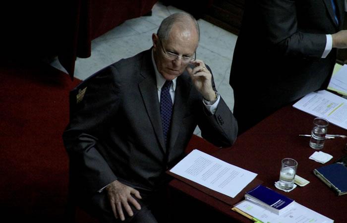 Kuczynski se salva de ser destituido tras votación en Congreso peruano