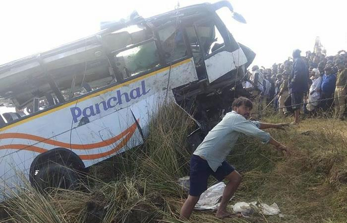 Tragedia en la India tras caída de un autobús a un río con saldo de 32 víctimas