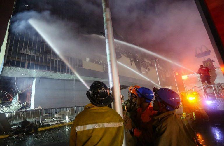 Filipinas: Hallan 36 cuerpos en centro comercial incendiado