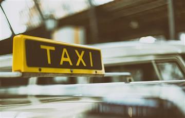 Traficante de droga confunde un auto de policía con un taxi