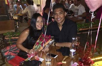 Teófilo Gutiérrez demostró su lado más romántico con su esposa