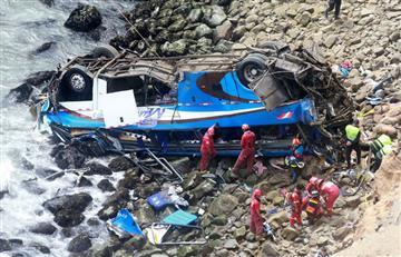 Perú: Asciende a 48 fallecidos accidente de autobús que cayó a un abismo