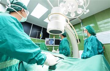 Mujer pierde su pierna derecha tras someterse a una liposucción