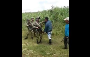 Video: Indígenas agreden militares en Cauca con machete