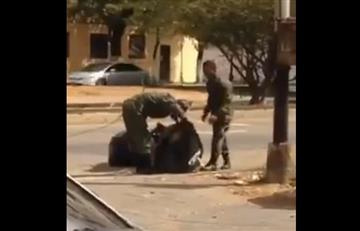 Video: Militares venezolanos buscan comida en la basura