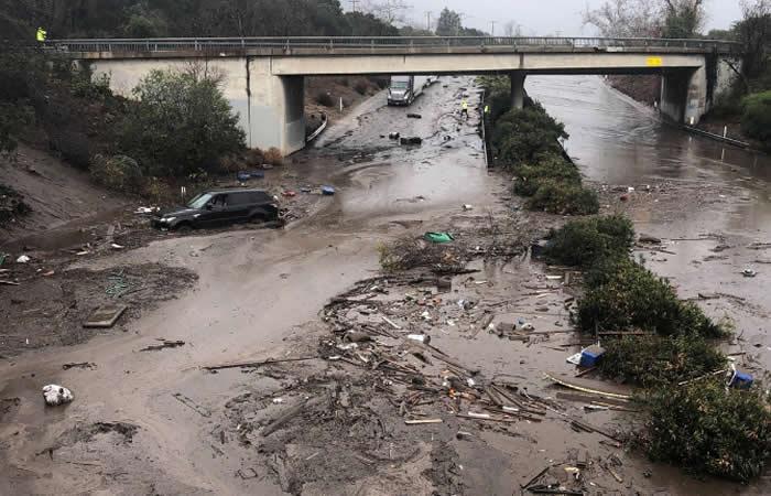 Deslizamientos en California dejan varios muertos