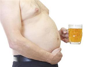 ¿Cómo eliminar la barriga cervecera sin dejar de beber cerveza?