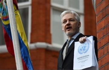 Ecuador concede ciudadanía a Assange, asilado en Londres