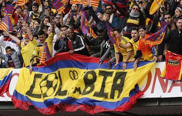 Los colombianos le pusieron sabor al Camp Nou en el recibimiento de Yerry Mina