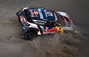 Rally Dakar: Sainz se aprovecha de un problema de Peterhansel y lidera cómodamente