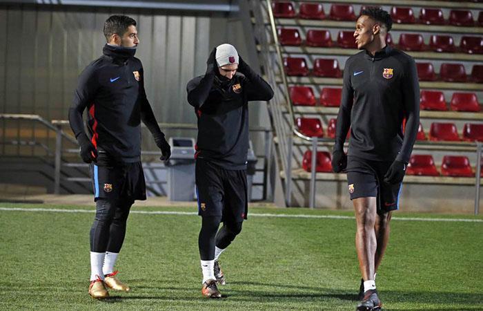 Barcelona: Yerry Mina rodeado de Messi, Suárez y Piqué en su primer entrenamiento