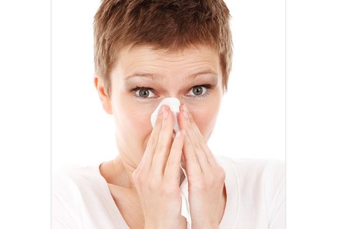 Esto es lo que pasa si llegas a aguantar el estornudo