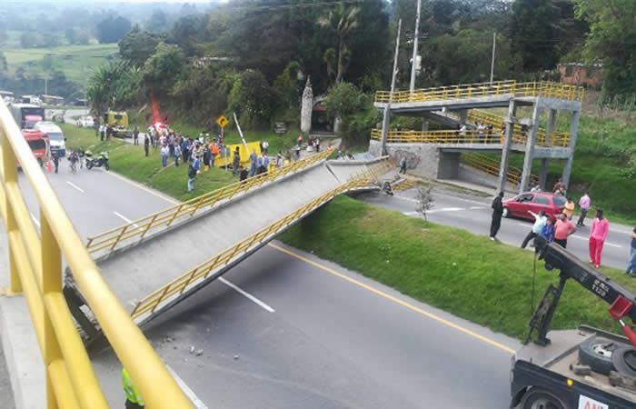 Puente en vía Bogotá - Girardot fue derribado por un tractocamión