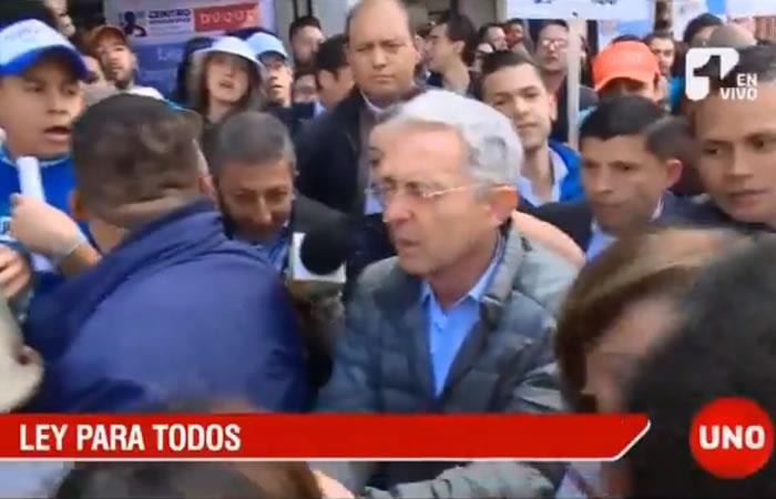 Uribe evade preguntas sobre el caso Claudia Morales y pide publicar los viajes con ella