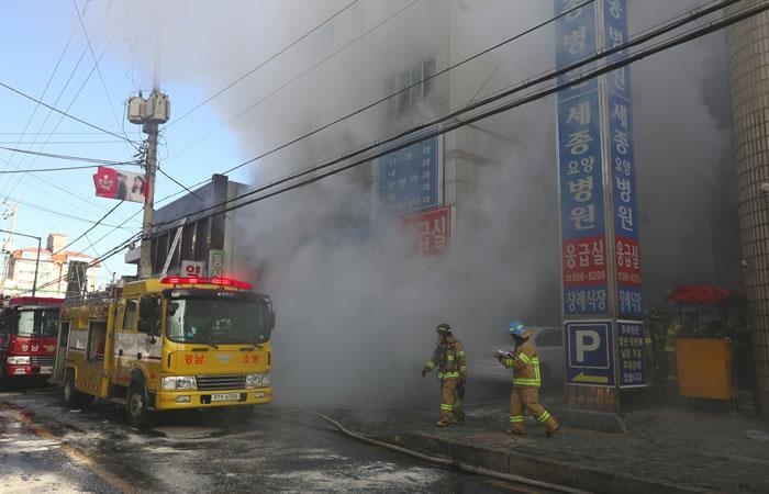 Corea del Sur: Decenas de muertos en incendio en un hospital de Miryang