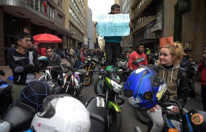 Galería: El caos que generó el 'plan tortuga' de motociclistas