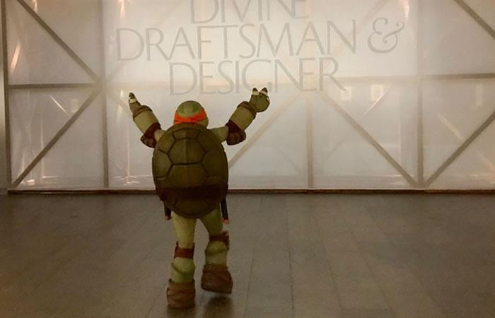 Michelangelo visita obra de Michelangelo en Nueva York
