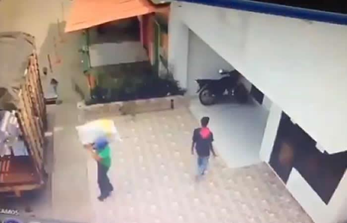 Video: Así robaron documentos del 'Cartel del Sida'