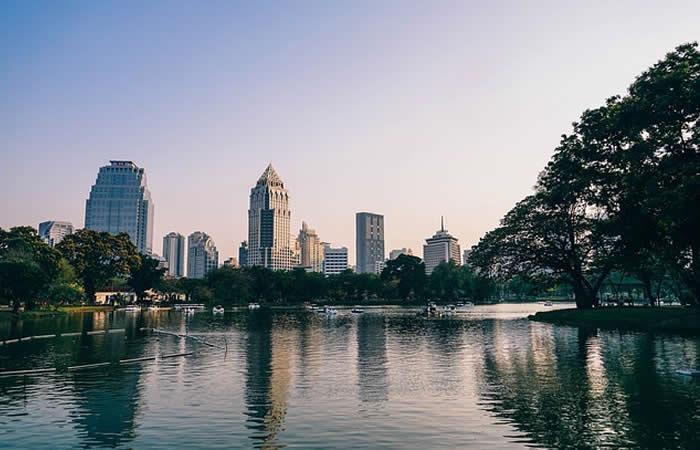 Bangkok se hunde por culpa de los prostíbulos