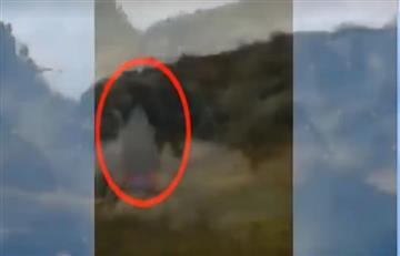 Tenebroso video de una supuesta 'bruja' en una carretera de Colombia