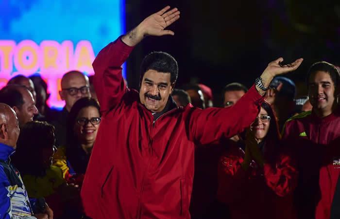 Maduro afirma que Santos lo envidia porque