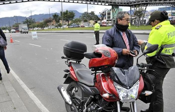Bogotá: Comienza a regir la prohibición del parrillero hombre en moto